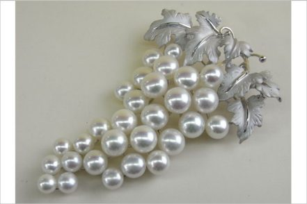 925 Sterling Silver Brooches with highest quality pearls     FAI WONG INTERNATIONAL TRADING CO.